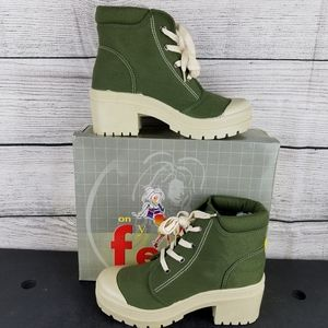 NEW Canvas Army Green Lace up Ankle Boot Size 7-M